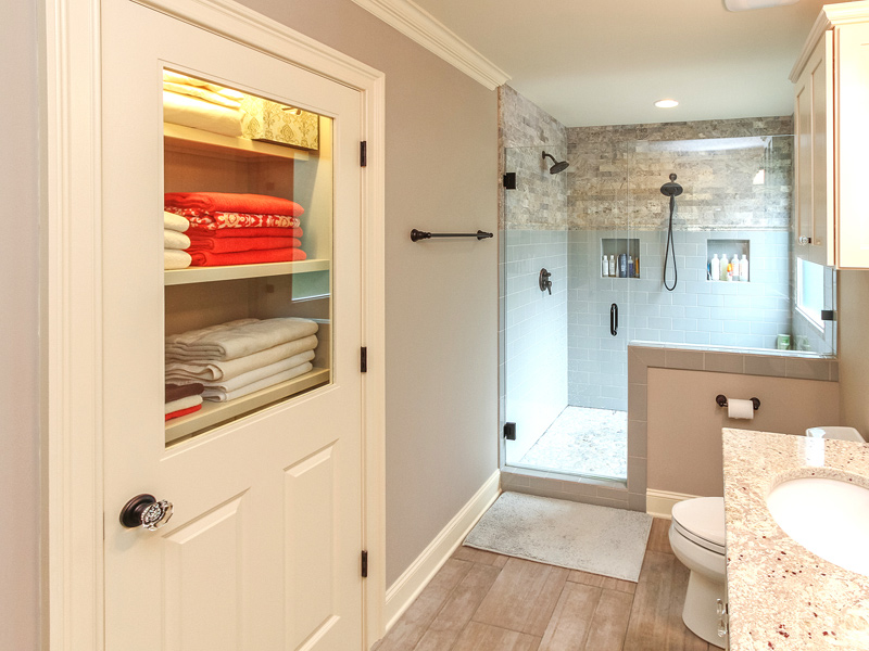 bathroom-closet-vanity-shower
